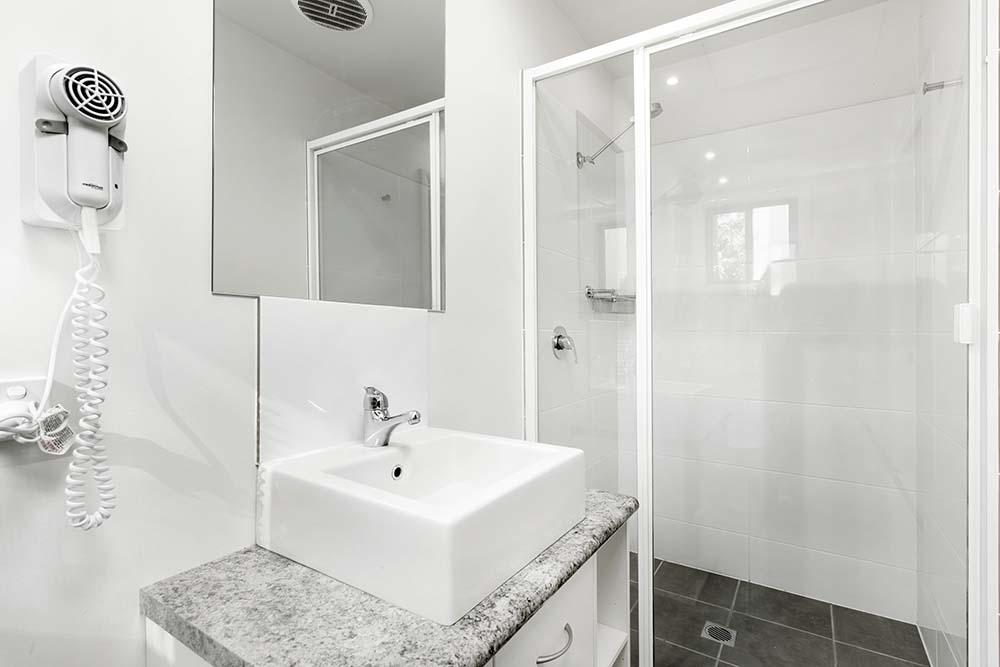 lagoon-bathroom